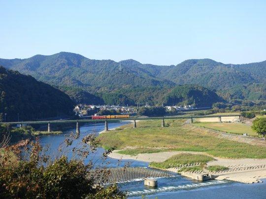 0568愛媛県大洲市のマンホール:...